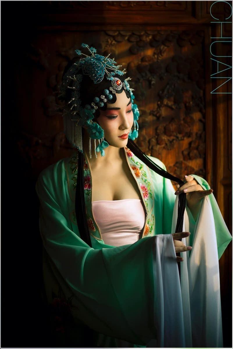 美女性感抹胸青衣古装造型写真