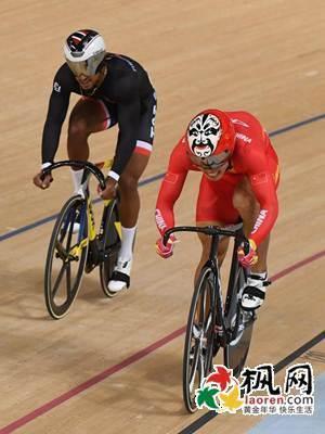 里约奥运会自行车比赛 中国队脸谱头盔助力夺金牌图片
