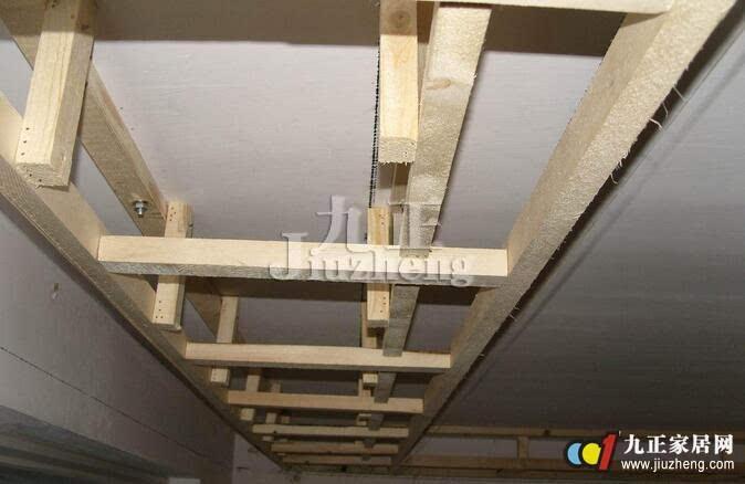 6,封饰面板一定要用干壁钉,防止钉子生锈松脱,然后用建筑线衡量吊顶