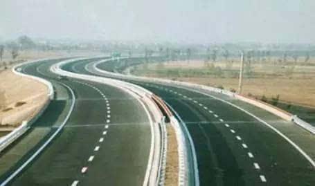 连接线将高速系统与机场内部道路及滨河大道