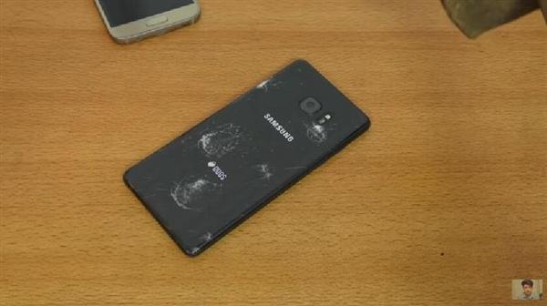 三星Galaxy Note 7 刀子+锤子击打五代康宁玻璃的照片 - 4
