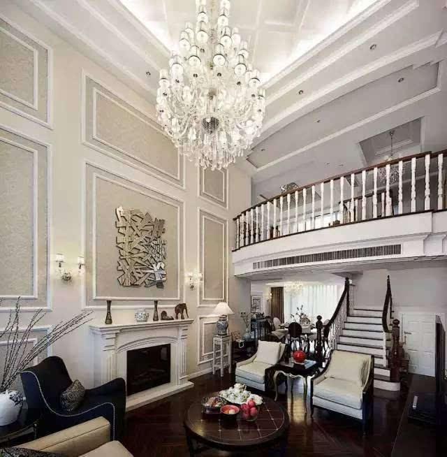 如果客厅面积很大,可以设计比较复杂一些的吊顶,配合一些略显档次的