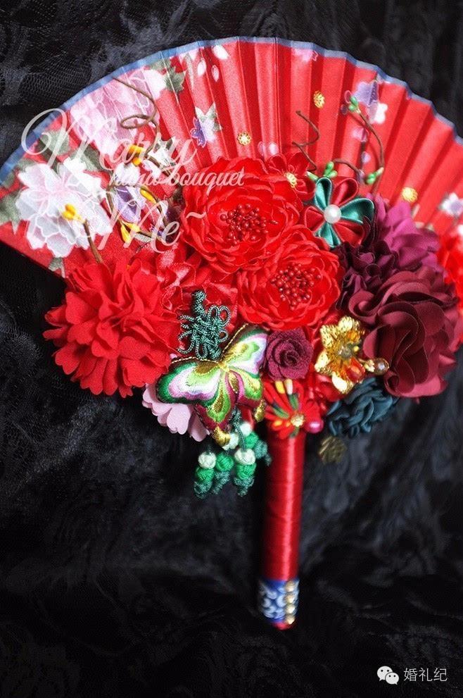 一束适合中式礼服的手捧花就图片