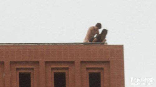 国外情侣屋顶全裸上演活春宫 大尺度激情啪啪啪
