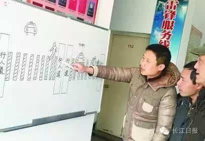斑马线上必须礼让行人. 图/金华新闻网-在武汉过个斑马线有多难
