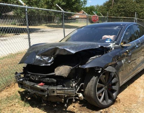 特斯拉自动驾驶又出事故 保险公司拟发起诉讼(图)