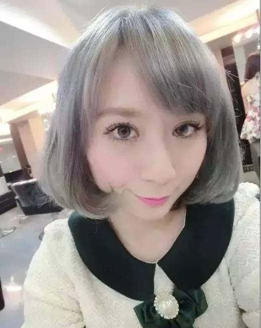 银灰色的头发不再是老年人的专利, 这种发色视乎适合任何年龄, 奶奶