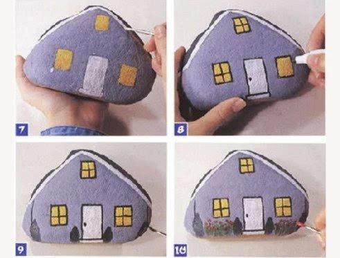 用铅笔打个草稿,用丙烯颜料涂在石头上,一座漂亮的小房子马上完工了.