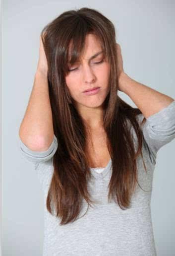 睡前洗头使水分滞留于头皮,长期如此会导致气滞血淤,经络阻闭.图片