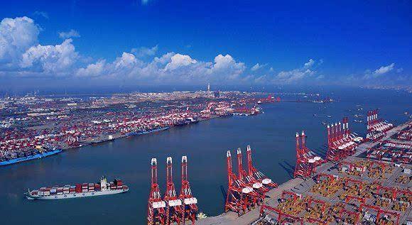 青岛港由青岛老港区,黄岛油港区,前湾新港区和董家口港区四大港区
