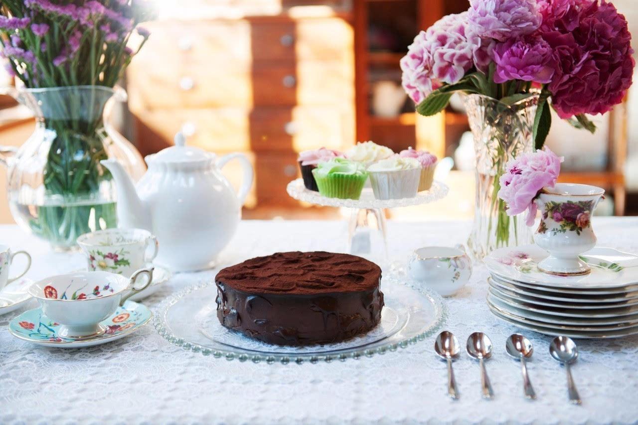 """""""一杯茶和一块点心,能解决所有的烦恼.""""   ——《爱就是在一起,"""