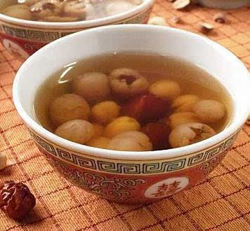 2.红枣桂圆莲子糖水