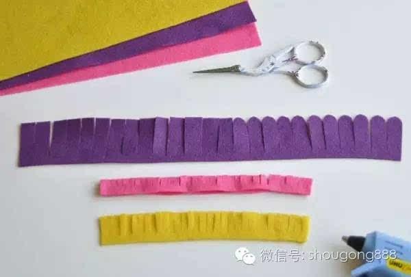 [手工布艺]七彩不织布花卉组合花环手工制作教程