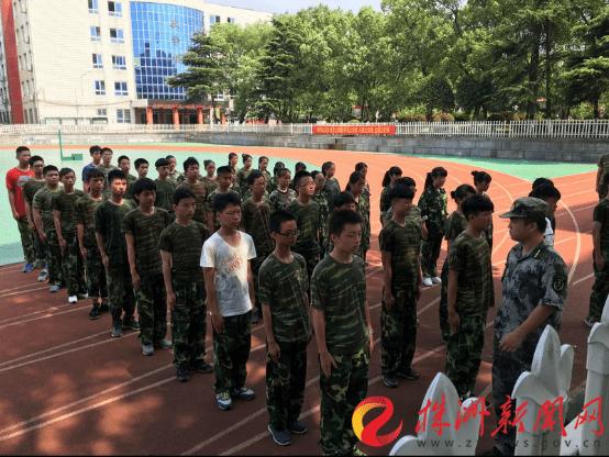 开学季 三中学子军训学自立图片