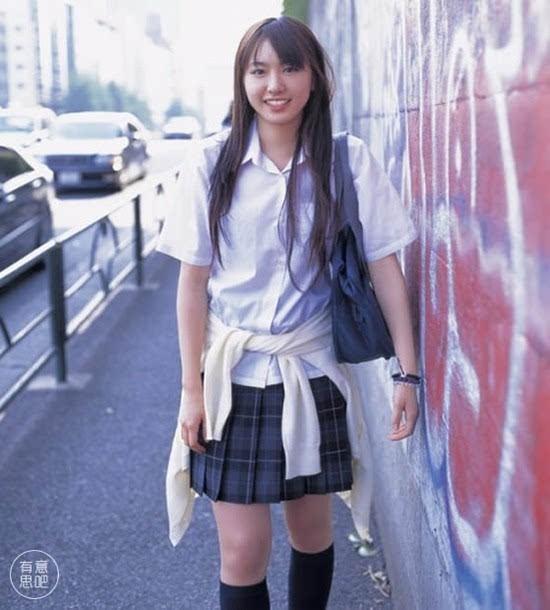 日本女生的校服裙子为什么越来越短?
