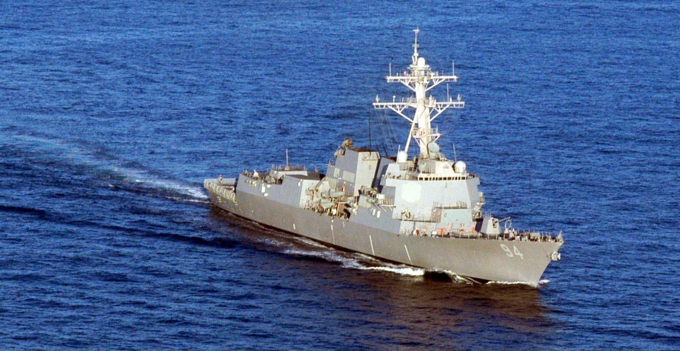 CNN 4艘伊朗军舰高速拦截美军驱逐舰 事发霍尔木兹海峡附近