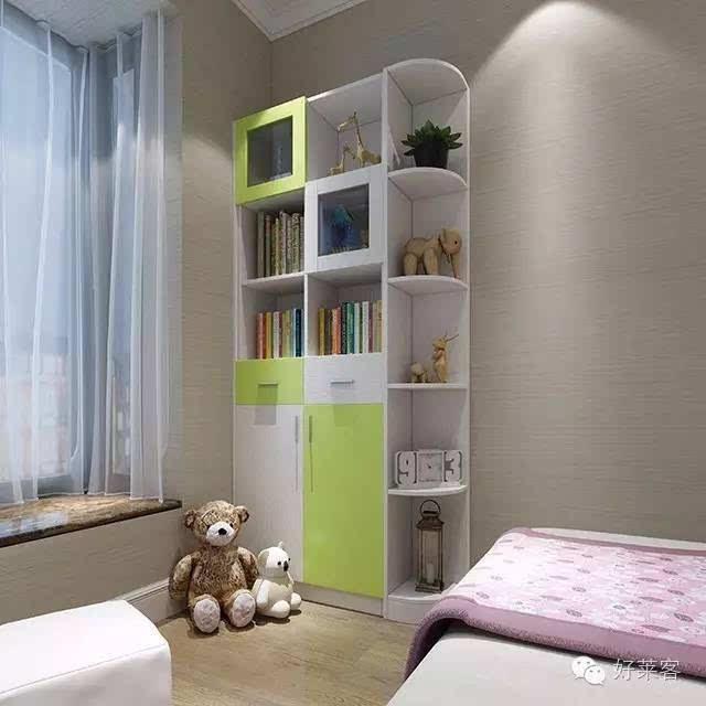 孩子的各种小物品非常多,不妨在飘窗的另一头配一储物柜,半开放式的设计,让各种各样的物件或隐藏或展示,错落而有致。   书房丨静谧的读书空间