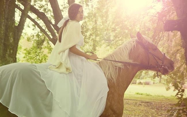 美女骑马时尚写真壁纸下载插图(3)