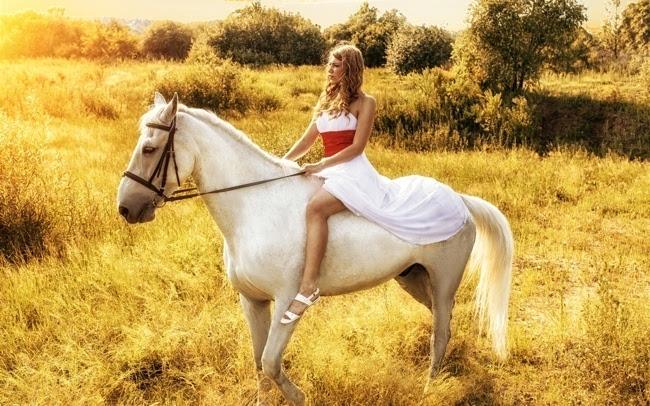 美女骑马时尚写真壁纸下载插图(4)