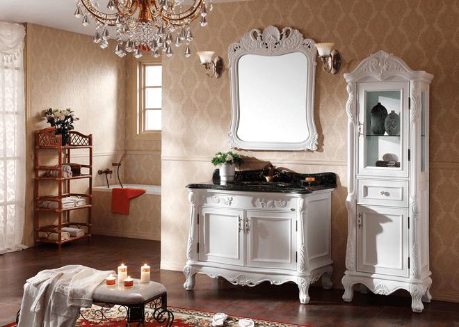 看着这样的设计,有没有一种穿越百年的感觉?不管是吊顶还是梳妆台的、柜子的雕花,都尽显古韵。身处其中,真想回到从前的欧洲,邂逅真正的淑女。   四、欧式别墅浴室效果图