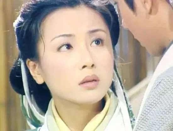 1994年,  袁洁莹出演  《烈火狂奔》,饰演一名女医生,与郭富城,黎姿