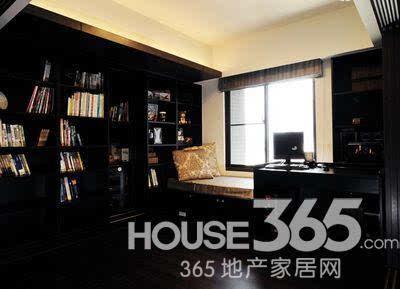 85平房子装修效果图:客厅全景