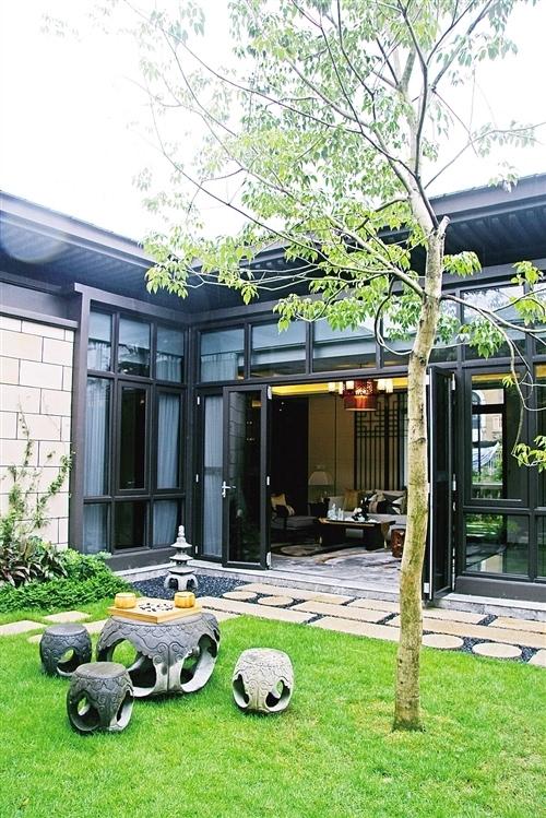 """中国建筑中的院落元素,如院子,围墙,花木,曲径,游亭等,在""""如院""""中完美"""