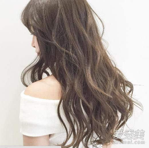 女大学生时适合留什么发型 长发+波浪最美图片