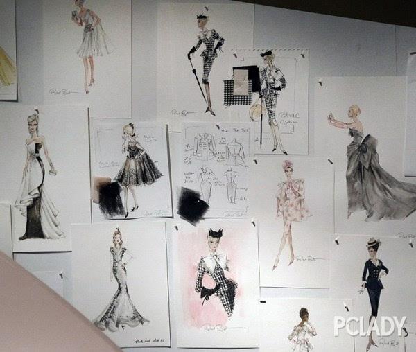 现场还有这些芭比娃娃所穿的服装设计图样,完全就是个时装秀的阵仗
