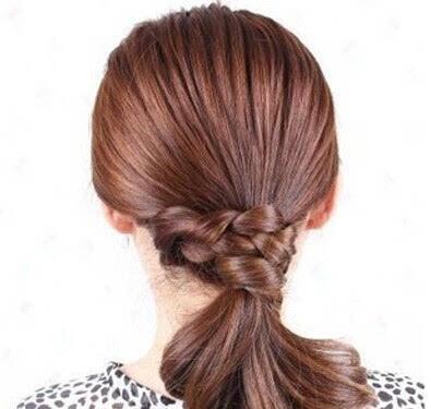 步骤五:一款简单的马尾扎发就大功告成了.