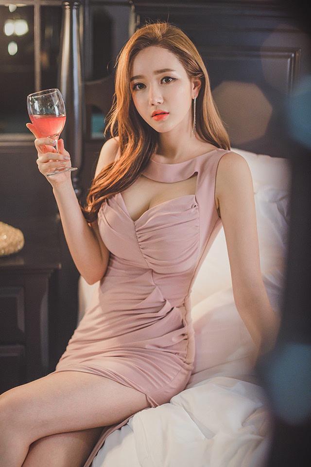 美女最骚露逼囹�a_优雅美艳美女李妍静长裙魅惑气质逼人