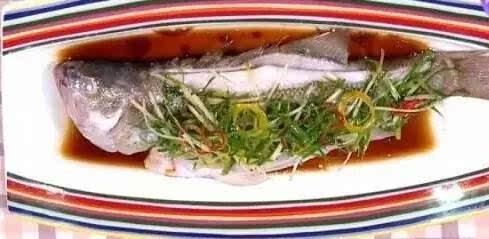 【天下美食】—腌鱼不用盐,蒸鱼不用碟!这样做,鱼肉没有一点腥味! - 夕阳无限美 - 夕阳无限美博客