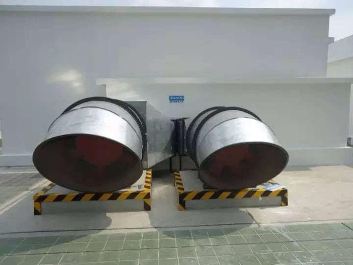 6,风管出风井部分安装铁皮防雨板 7,风阀执行机构有防雨帽.