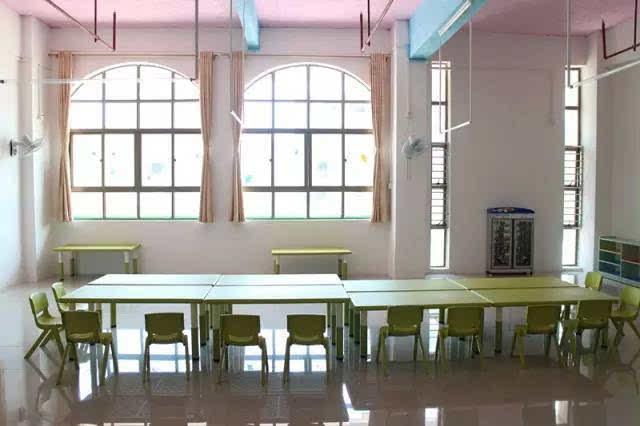 其它 正文  4,园内有充足的室内室外活动场所,配有空调,标准化教室,音