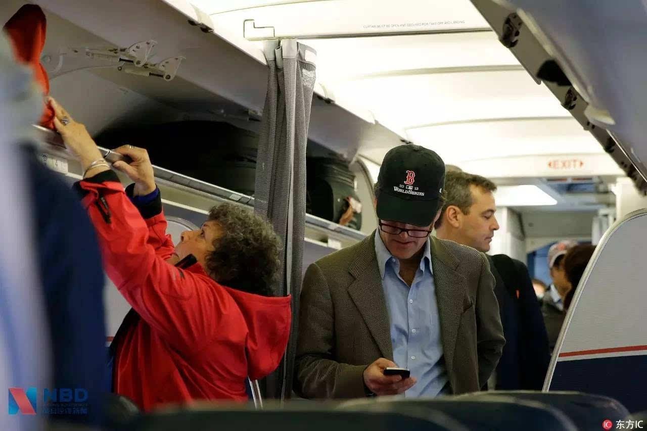 为什么欧美国家能在飞机上用手机,我们却不能?