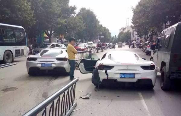 两辆法拉利为避小狗追尾损失200万,被称丽江 最贵车祸