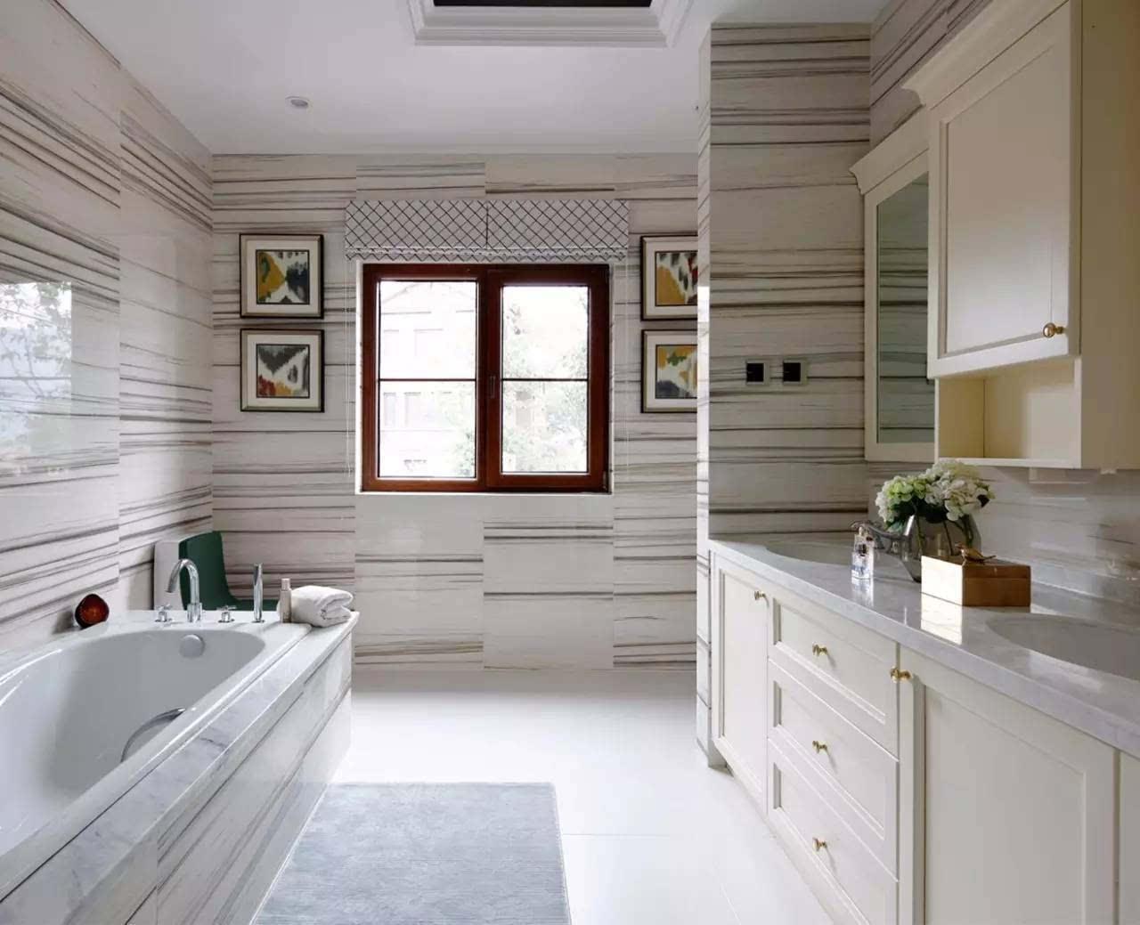其它 正文           卫生间设计 卫生间墙面上选择了略带咖色纹理的