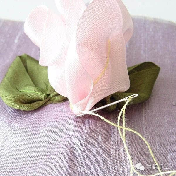 如何用皱纹纸做花的步骤