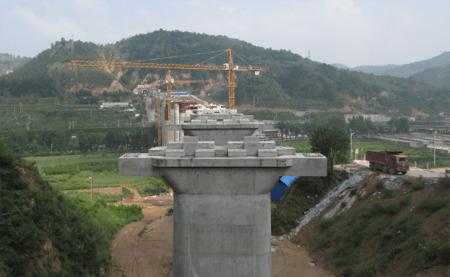 跨包西铁路特大桥位于延安市宝塔区青化砭镇境内