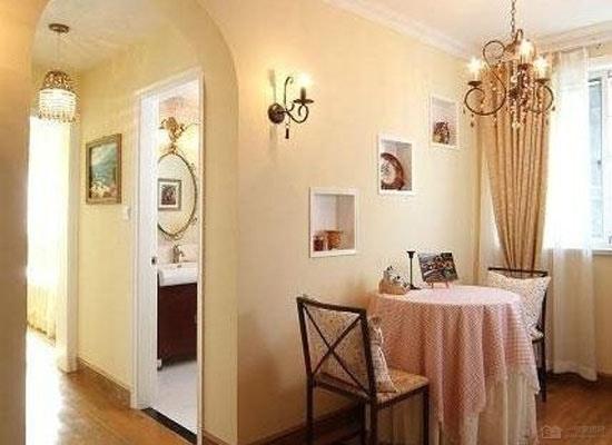 如上图70平米两室一厅装修效果图,整体颜色黑,白,灰统一色调,很好的