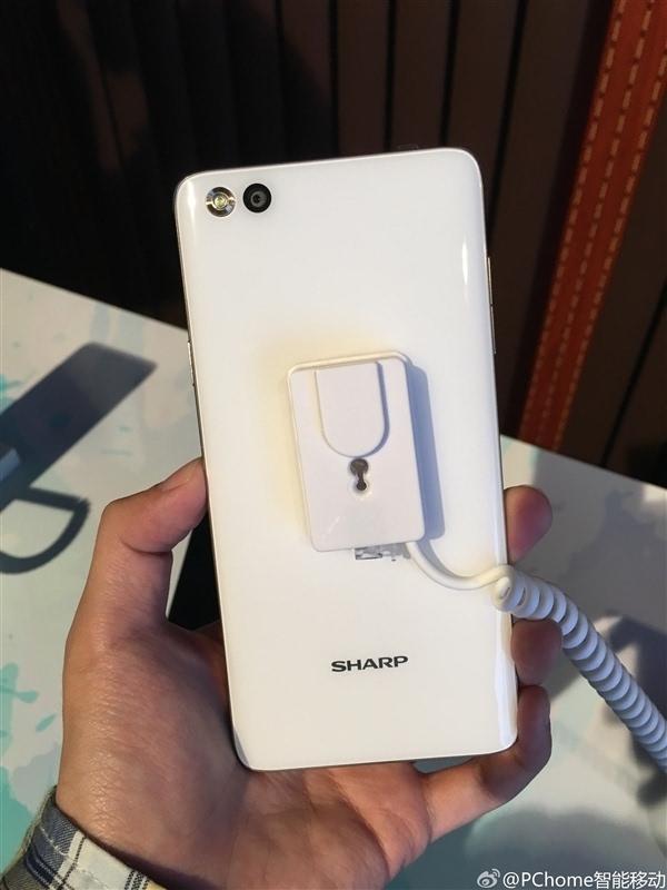 回归之作:夏普国内发布1499元手机A1/C1的照片 - 4