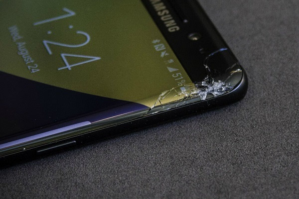 Galaxy Note 7玻璃太脆:钱包里受挤压被另一台设备顶碎的照片 - 2