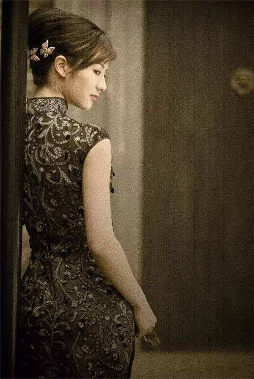 旗袍美女背影图片手绘