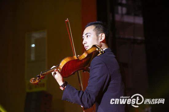 《逐梦青春》、阿卡贝拉《夜空中最亮的星》、小提琴与二胡独奏、歌