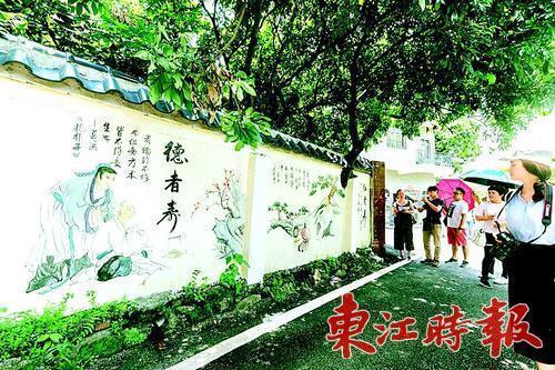 澜石村彩绘墙画吸引众多游客. 《东江时报》采集-赏个花漂个流 村村