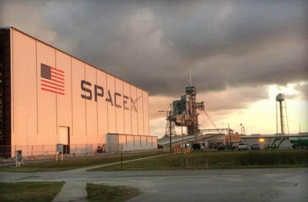 爆炸阻挡不了马斯克 SpaceX称自己还有两个发射平台可用的照片