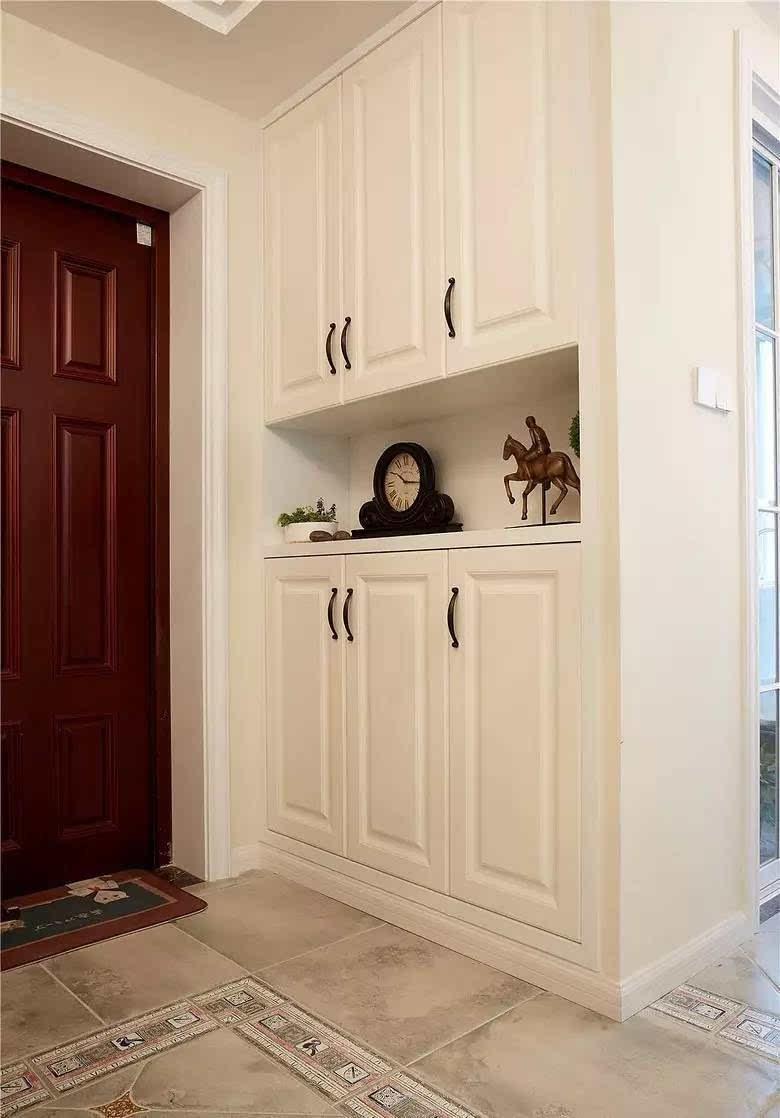 进门玄关鞋柜,到顶的柜子,中空置物设计,白色模压门很适合简美风