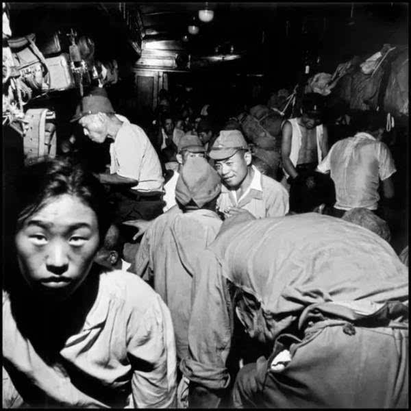 老照片:核爆后的广岛成了一片废墟
