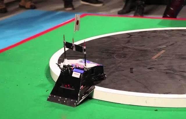 机器人世界杯不够刺激?日本机器人相扑大赛足
