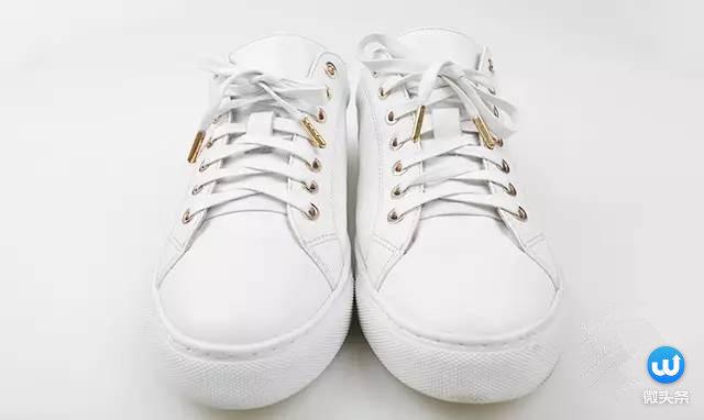 喜欢穿板鞋,帆布鞋,运动鞋……的小伙伴们,平时都很烦系鞋带.图片
